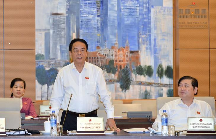 越南国会常务委员会讨论《武器、爆炸物及其辅助工具管理使用法》草案 - ảnh 1