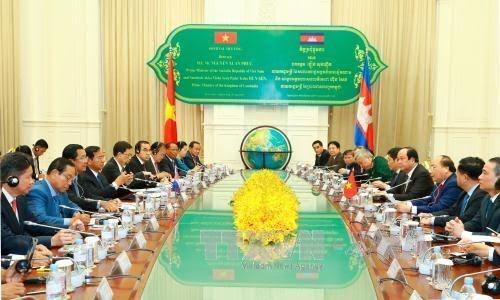 越南政府总理阮春福与柬埔寨首相洪森举行会谈 - ảnh 1