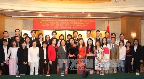 越南国家副主席邓氏玉盛与日本越南留学生会面交谈 - ảnh 1
