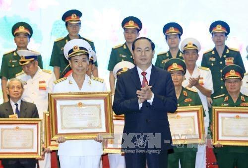 陈大光出席向国防军事领域研究工程授予科技类胡志明奖仪式 - ảnh 1