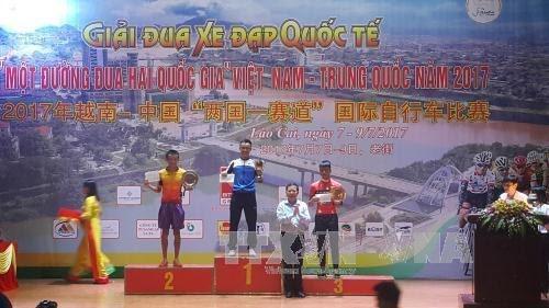 """2017年越中""""两国一赛道""""国际自行车比赛落幕 - ảnh 1"""