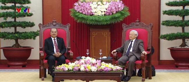越共中央总书记阮富仲会见老挝人民革命党代表团 - ảnh 1