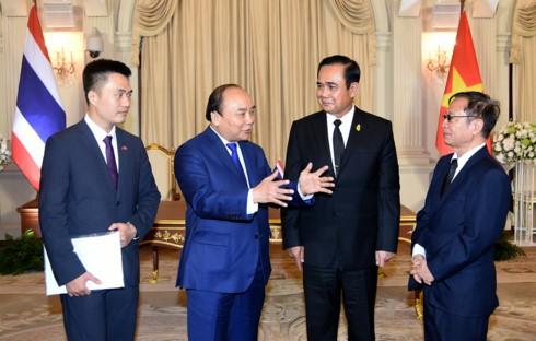 越南政府总理阮春福与泰国总理巴育举行会谈 - ảnh 1