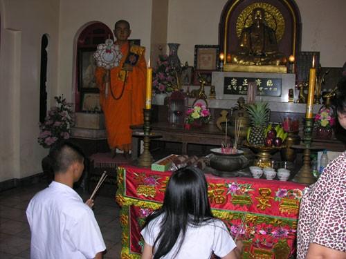 Vietnamesen in Thailand gehen zum neuen Jahr in Pagoden - ảnh 1