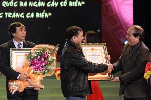 Preisverleihung beim Schreibwettbewerb über das vietnamesische Meer - ảnh 1