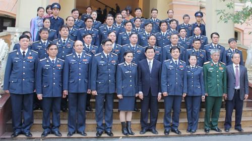 Staatspräsident Truong Tan Sang besucht die Meerespolizei - ảnh 1