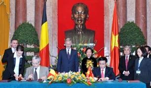 Vize-Staatspräsidentin Nguyen Thi Doan empfängt den belgischen Kronprinzen - ảnh 1