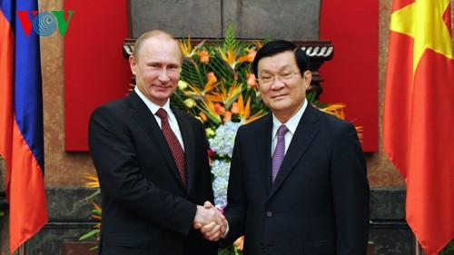 Putin und Truong Tan Sang führen Gespräch in Hanoi - ảnh 1