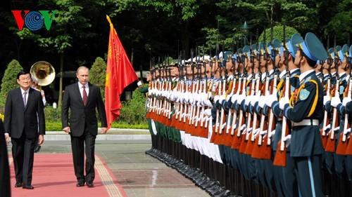 Putin und Truong Tan Sang führen Gespräch in Hanoi - ảnh 2