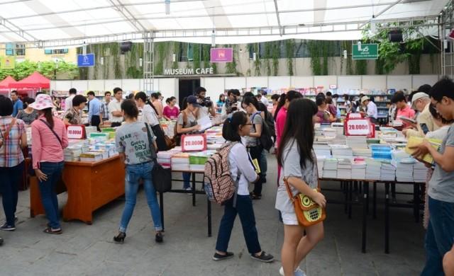 Hanoi veranstaltet viele Aktivitäten zum bevorstehenden Befreiungstag - ảnh 1