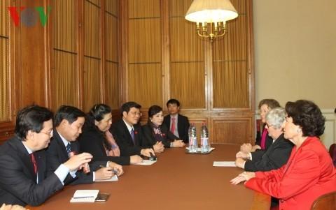 Vizeparlamentspräsidentin Tong Thi Phong besucht den französischen Senat - ảnh 1