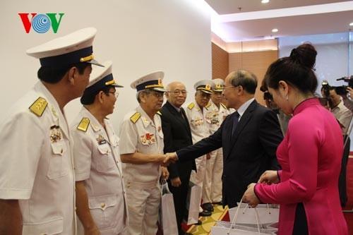 """Parlamentspräsident Nguyen Sinh Hung trifft Veteranen der Truppe """"Schiffe ohne Nummer"""" - ảnh 1"""