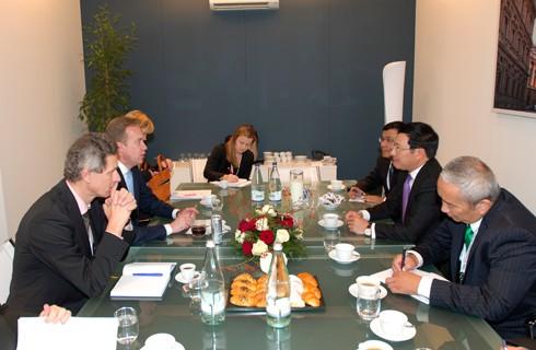 Vize-Premierminister und Außenminister Pham Binh Minh trifft Amtskollegen am Rande des ASEM-Gipfels - ảnh 1