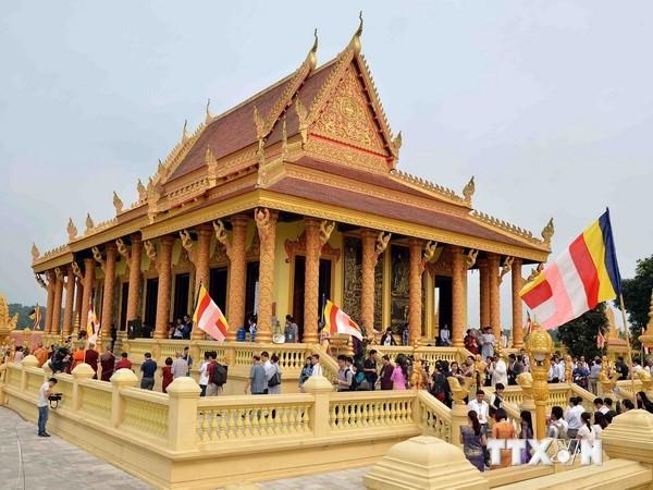 Buddhistische Zeremonie Kathina im Kultur- und Tourismusdorf aller vietnamesischen Völker - ảnh 1
