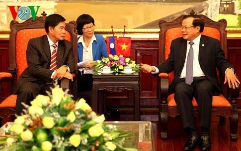 Vizepremierminister Nguyen Xuan Phuc empfängt Bürgermeister von Vientiane - ảnh 2