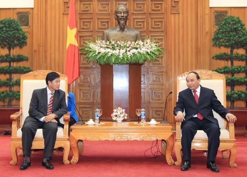 Vizepremierminister Nguyen Xuan Phuc empfängt Bürgermeister von Vientiane - ảnh 1