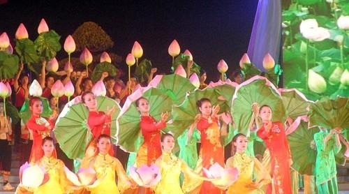 Nghe An feiert 125. Geburtstag Ho Chi Minhs - ảnh 1