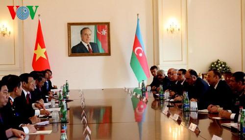 Staatspräsident Truong Tan Sang führt Gespräch mit Aserbaidschans Präsident İlham Əliyev - ảnh 1