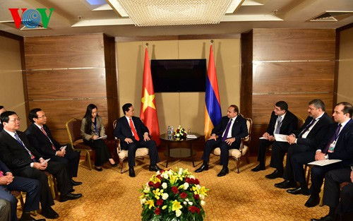 Premierminister Nguyen Tan Dung führt Gespräche mit Regierungschefs der Eurasischen Wirtschaftsunion - ảnh 1