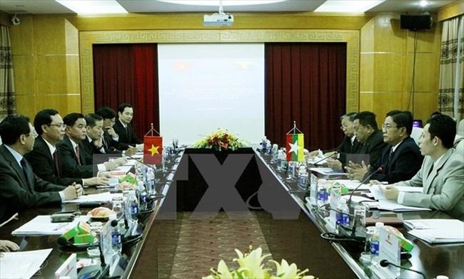 Vizepremierminister Pham Binh Minh trifft Vorsitzenden der Anti-Korruptions-Kommission Myanmars - ảnh 1