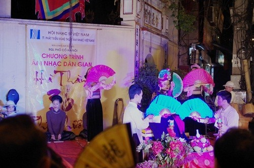 Traditionelle Musik abends in Hanoi - ảnh 1