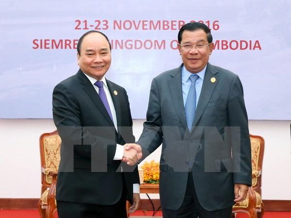 Premierminister Vietnams und Kambodschas führen ein Gespräch - ảnh 1