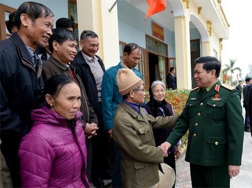 Verteidigungsminister Ngo Xuan Lich trifft Wähler in Ha Nam - ảnh 1