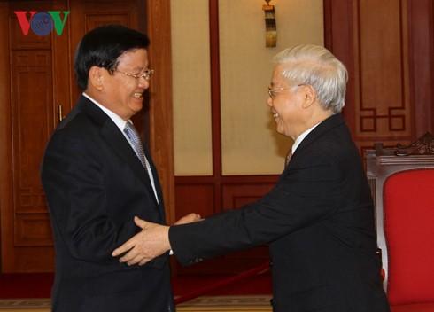 KPV-Generalsekretär Nguyen Phu Trong empfängt Laos Premierminister Thongloun Sisoulith - ảnh 1