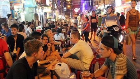 Die Lebenskraft der kulinarischen Kultur auf den Straßen in Ho-Chi-Minh-Stadt - ảnh 1