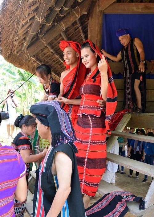 Einzigartige Rituale bei Hochzeit der Pa Ko - ảnh 1