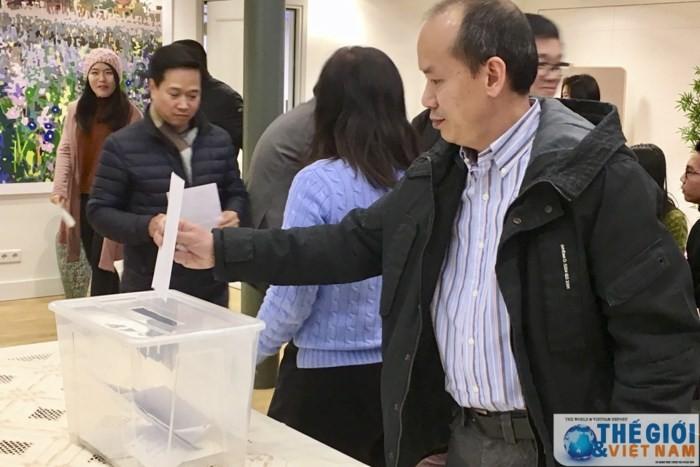 Hilfe von Auslandsvietnamesen für Flutopfer - ảnh 1