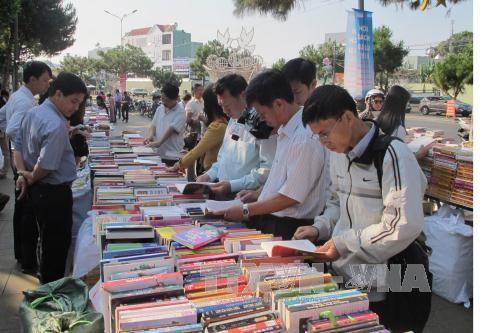 全国各地举行越南图书日和世界图书与版权日响应活动 - ảnh 1