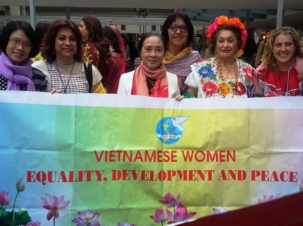 越南代表团出席国际民主妇女联合会第16届代表大会 - ảnh 1