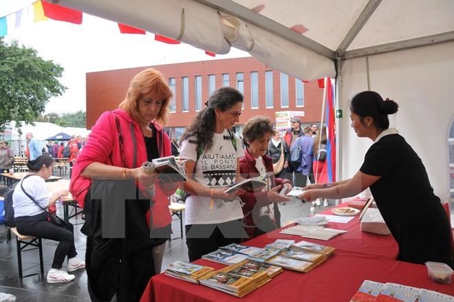 越南出席比利时劳动党第七次团结节 - ảnh 1