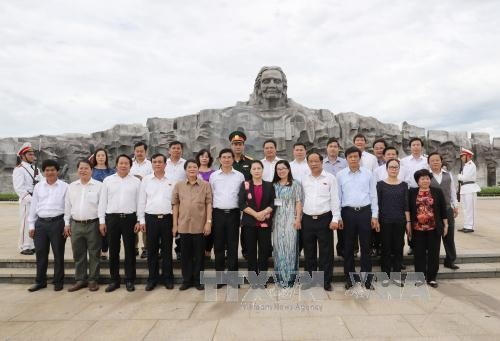 Nguyen Thi Kim Ngan rend hommage aux morts pour la Patrie à Quang Nam - ảnh 2