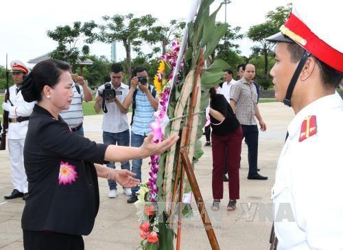 Nguyen Thi Kim Ngan rend hommage aux morts pour la Patrie à Quang Nam - ảnh 1
