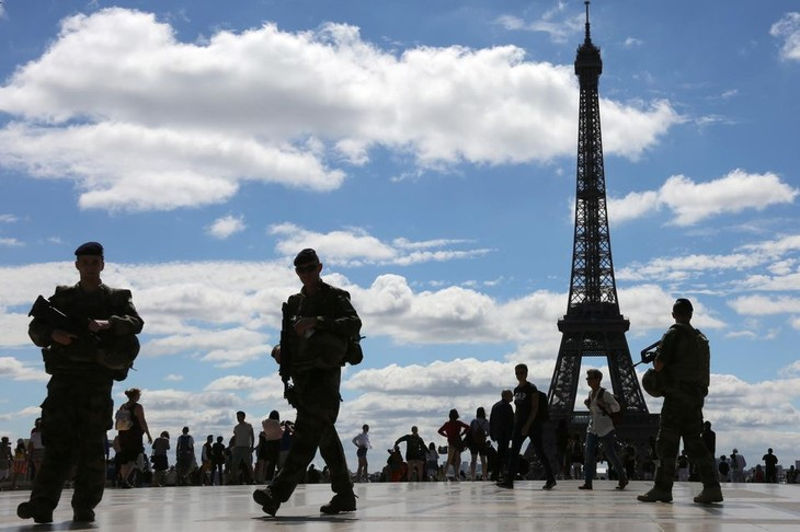 Tentative d'intrusion à la tour Eiffel: une enquête ouverte pour terrorisme - ảnh 1
