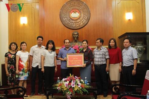 VOV offre 300 millions de dongs aux sinistrés des provinces montagneuses du Nord - ảnh 1
