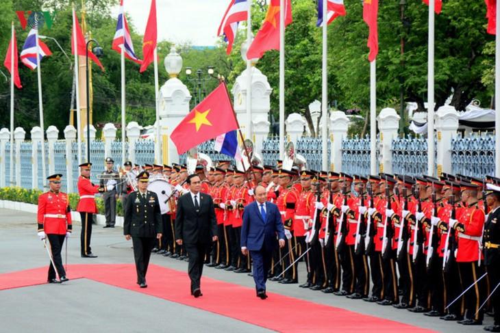 Le Premier ministre Nguyen Xuan Phuc entame sa visite en Thaïlande - ảnh 1