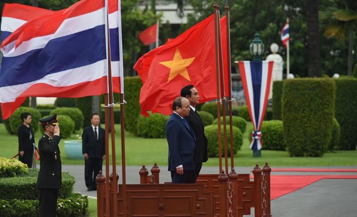 La visite en Thaïlande du Premier ministre vietnamien couverte par la presse thaïlandaise - ảnh 1