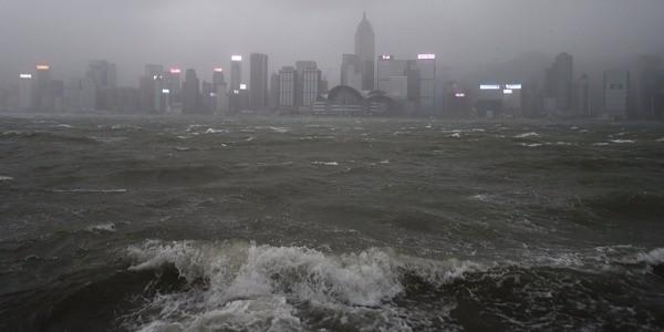 Le typhon Hato fait 16 morts dans le sud de la Chine - ảnh 1