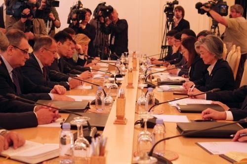 Les chefs de la diplomatie sud-coréen et russe discutent de la RPDC - ảnh 1