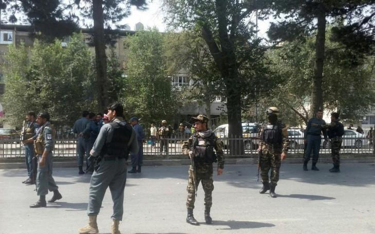 Afghanistan : un kamikaze tue quatre personnes à Kaboul, près de l'ambassade américaine - ảnh 1