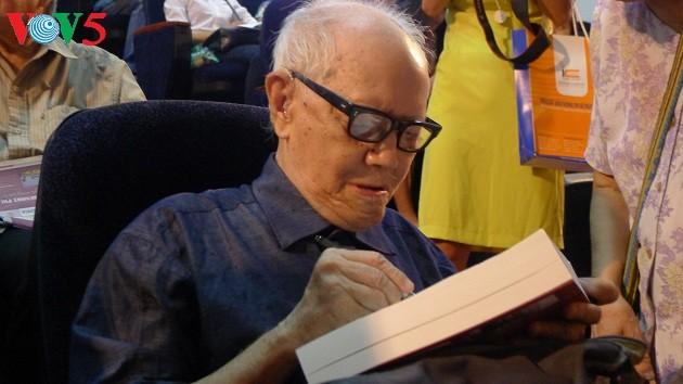 Hanoï dans le coeur du chercheur culturel Huu Ngoc - ảnh 1