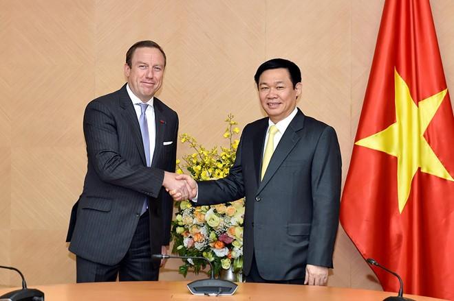 Vuong Dinh Hue reçoit  le président de l'EuroCham - ảnh 1