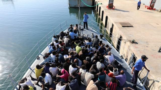 Libye: 300 migrants secourus au large de Tripoli - ảnh 1