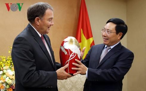 Le Vietnam déroule le tapis rouge aux entreprises américaines  - ảnh 1