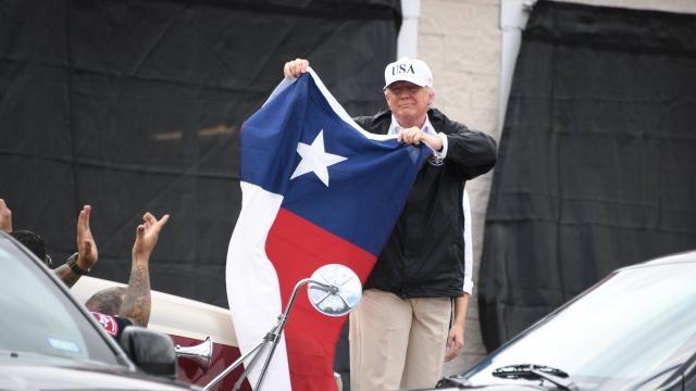 Tempête Harvey: en visite au Texas, Trump tente de rassurer les sinistrés - ảnh 1
