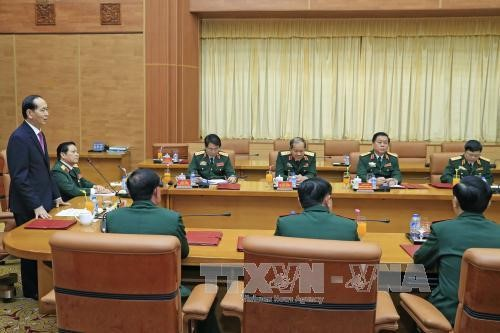 Le président Tran Dai Quang rencontre des dirigeants du ministère de la Défense - ảnh 1