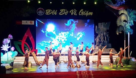 Les chants Ví et Giặm de Nghê An et Hà Tinh à l'honneur - ảnh 1